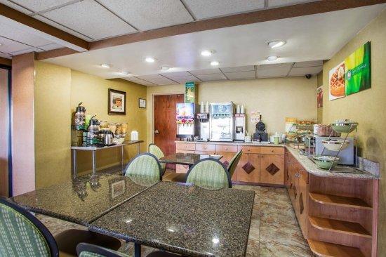 Vineland, NJ: Breakfast Area
