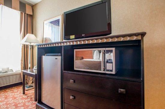 Vineland, NJ: Queen Suite