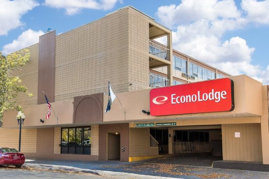 Econo Lodge Ponderosa : Exterior