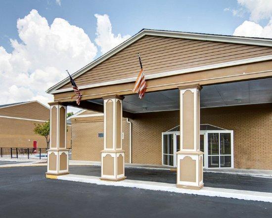 Pine Bluff, AR: Exterior