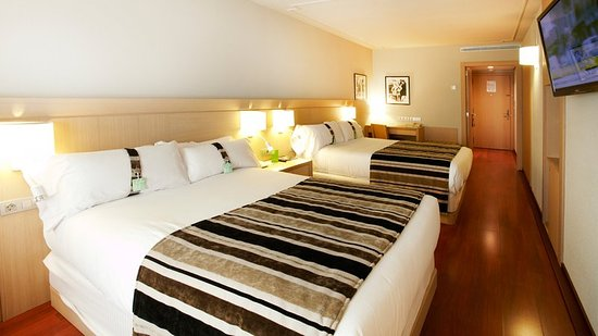 Holiday Inn Andorra: Queen Bed Guest Room