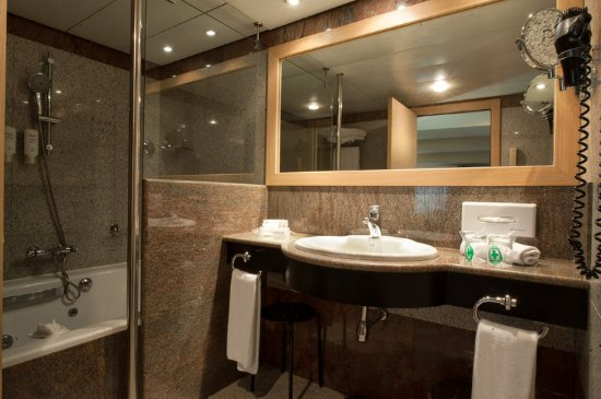 Holiday Inn Andorra: Guest Bathroom