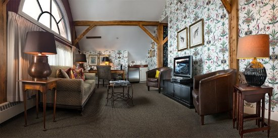 Bedford, NH: Deluxe Suite