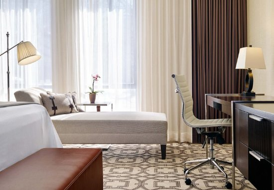 Hunt Valley, Мэриленд: Concierge Guest Room - Seating Area