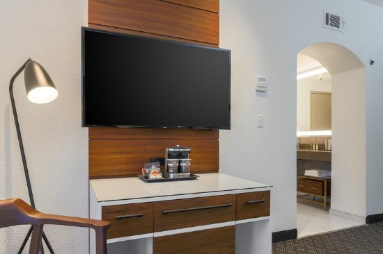 Rancho Cordova, CA: Guest room TV area
