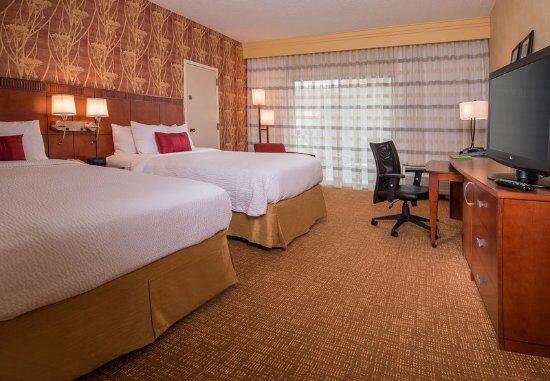 Herndon, VA: Queen/Queen Guest Room