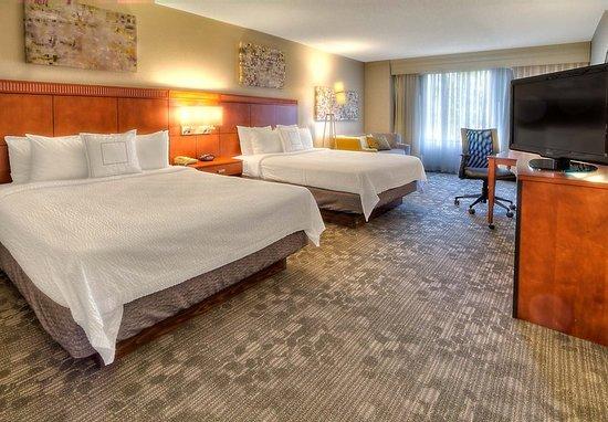 Germantown, TN: Executive Queen/Queen Guest Room