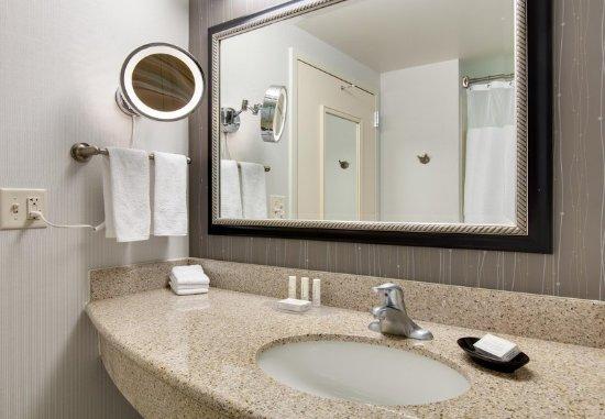 Malvern, PA: Executive Guest Bathroom