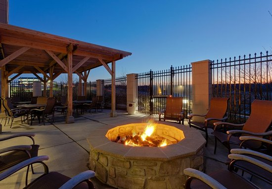 Malvern, PA: Outdoor Patio