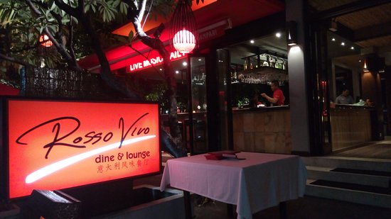 Rosso Vivo Dine & Lounge: rosso vivo entry