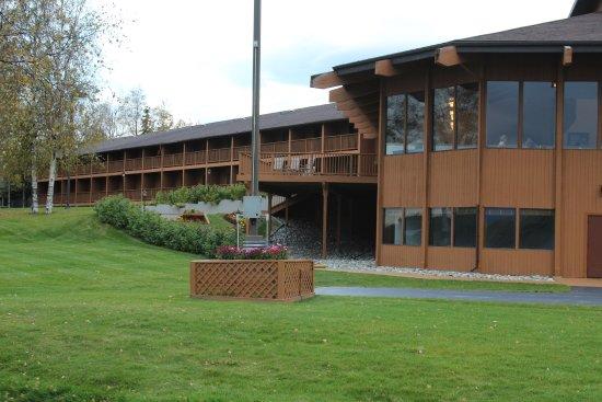 Wasilla, AK: Lake side of hotel