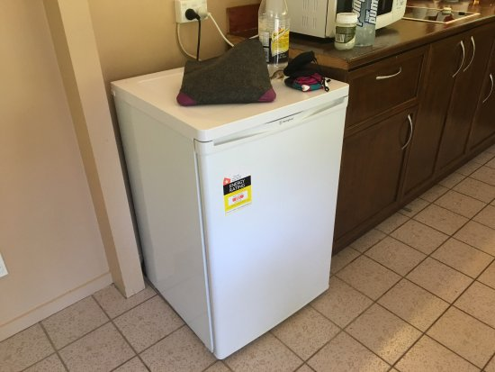 Arorangi, Cook Islands: Mini bar fridge - not sure its rated for food only cold drinks