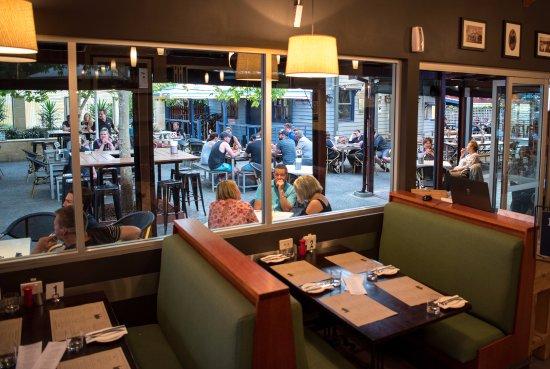 CY O'Connor Village Pub: Restaurant