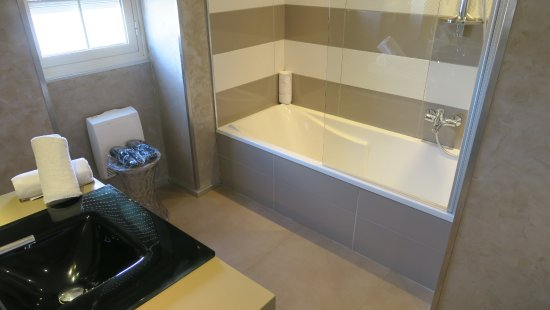 belle salle de bain bild von santateresa hotel bonifacio tripadvisor. Black Bedroom Furniture Sets. Home Design Ideas