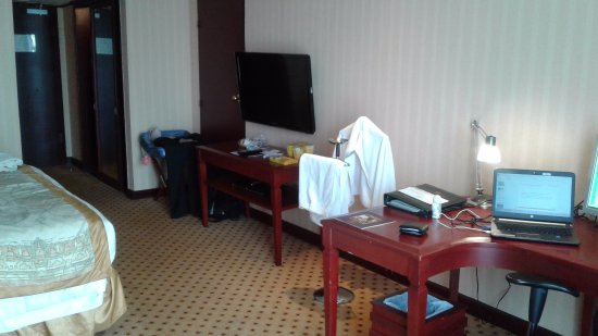 Hotel Borobudur Jakarta: View from the window looking inside the room - to the TV & work desk side