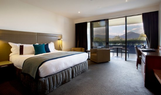 RACV Healesville Country Club: Premium Mountain View room