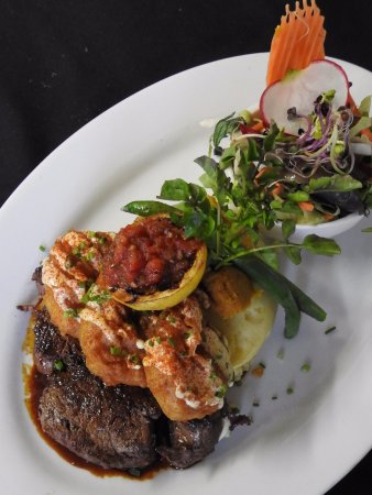 The Rocks Cafe : Surf & Turf. 280grm Fillet with tempura Prawns.