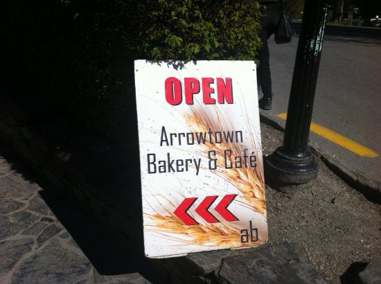 Arrowtown Bakery & Cafe: signage