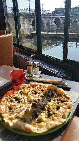 Vierzon, Francia: pizza au thon et anchois