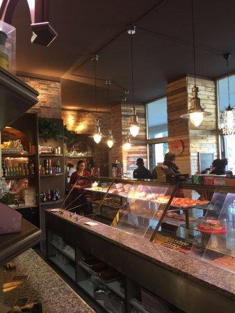 Bar pasticceria tre fontane reggio emilia restaurant for Tre stelle arreda reggio emilia