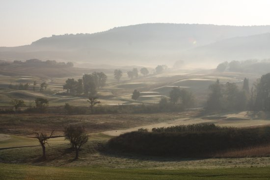 Bagnaia, Italy: morning round of golf is a must!!!