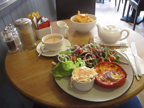 Ledbury, UK: Beetroot plan comes with salad, coleslaw - chips & tea extra