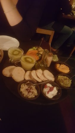 Ziryab Vinos y Tapas Fusio: First round with the gazpacho and small pita's.