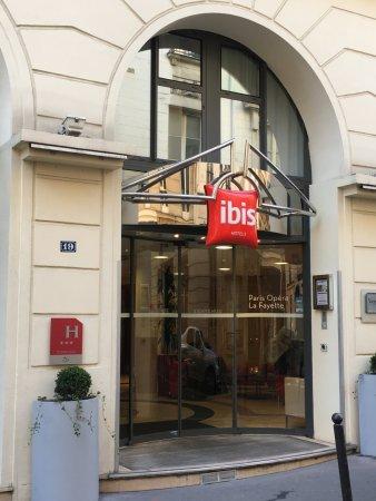 Ibis Opéra la Fayette: Entrée extérieure