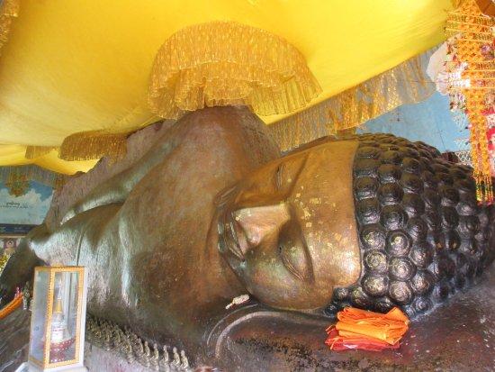 Phnom Kulen National Park: Sleeping buddha statue