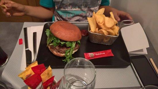 Tourtour, Frankrike: le hamburger