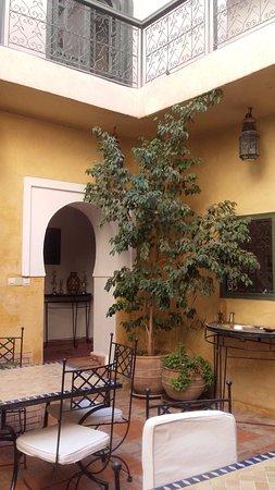 Riad Dar Nimbus: patio où l'on mange