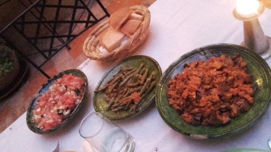 Riad Dar Nimbus: entrée du dîner