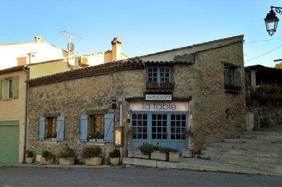Tourtour, Frankrike: façade