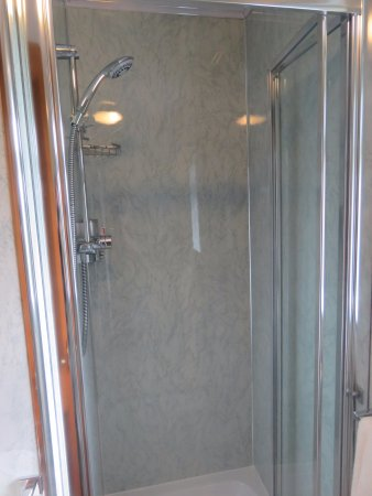 Newton Reigny, UK: Immaculate shower room
