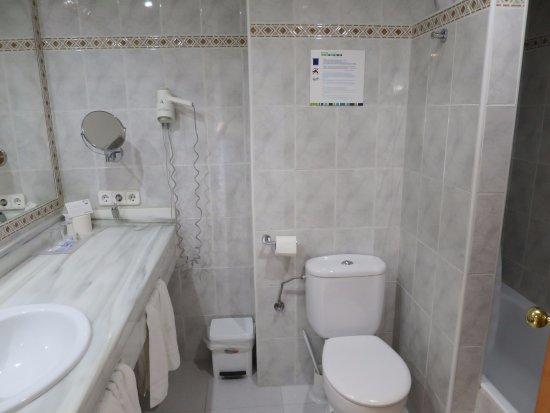Aparthotel Ferrer Maristany: Bathroom