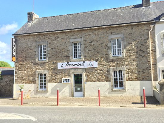 Baye, Frankreich: Façade restaurant