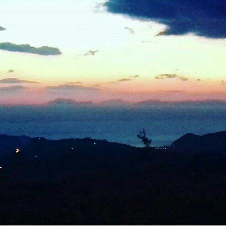Perdifumo, Italien: Questo è il panorama visto dall'hotel ristorante Castagneto di Mercato Cilento!  Una cartolina!