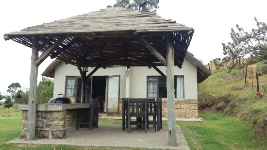 Sungubala Eco Camp: View of Chalet 2 and it's braai/stoep area
