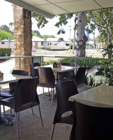 Maitland, Australia: Outside tables