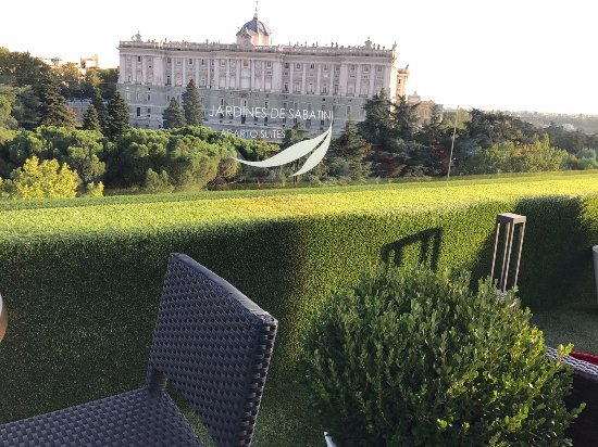 Terrasse picture of apartosuites jardines de sabatini for Hotel jardines sabatini