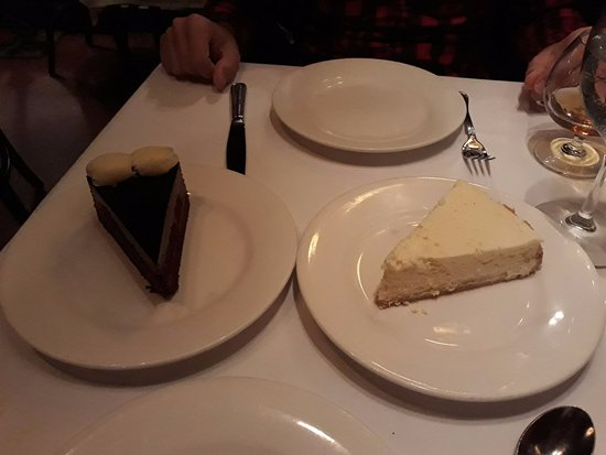 Keens Steakhouse: DESSERT, CHEESECAKE FAVOLOSA!