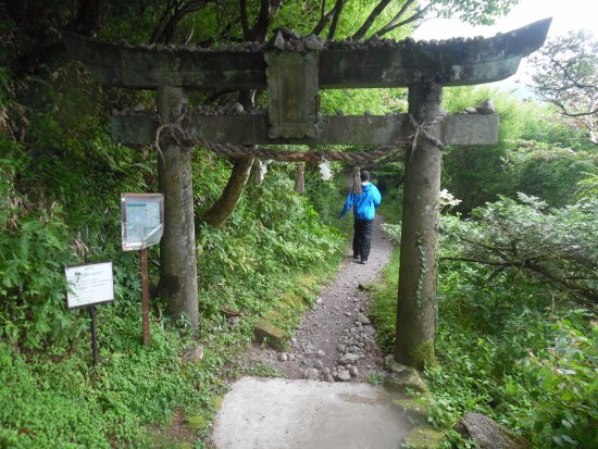 Nagasaki Prefecture, Ιαπωνία: torii gate - beginning of hike