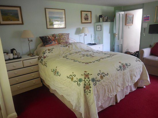 Appalachian Spring B&B: Elmhirst bedroom 2017 taken by guest