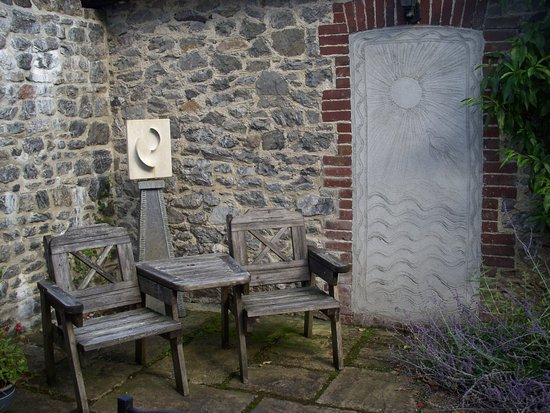 Dartington, UK: Sculpture and pargetting by Suzanne Redstone