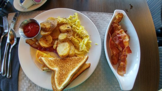 Miramichi, Canada: Grey Power breakfast with a side of extra bacon.