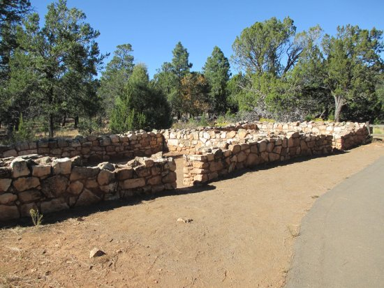Walnut Canyon National Monument : Pueblo ruins on Rim Trail