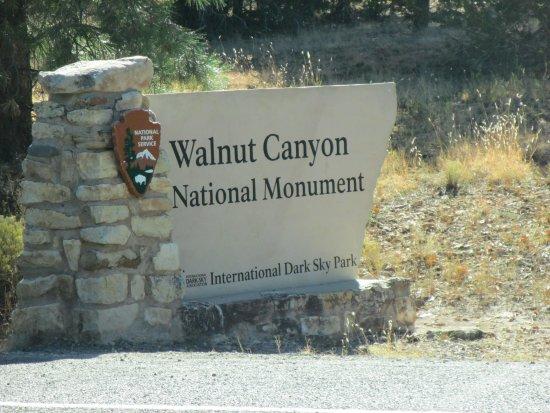 Walnut Canyon National Monument : Entrance sign