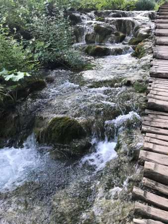 how to get to plitvice lakes from split