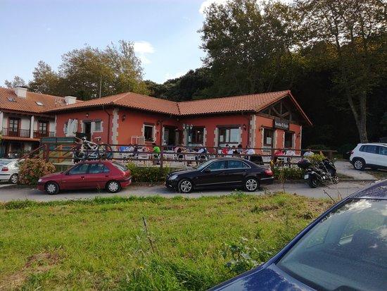 Pechon, Espanha: restaurant et terrasse