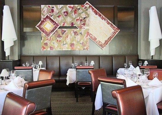Ruth's Chris Steak House : Enjoy dinner in our dining room